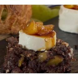 Revuelto de morcilla de León, manzana caramelizada y queso de cabra
